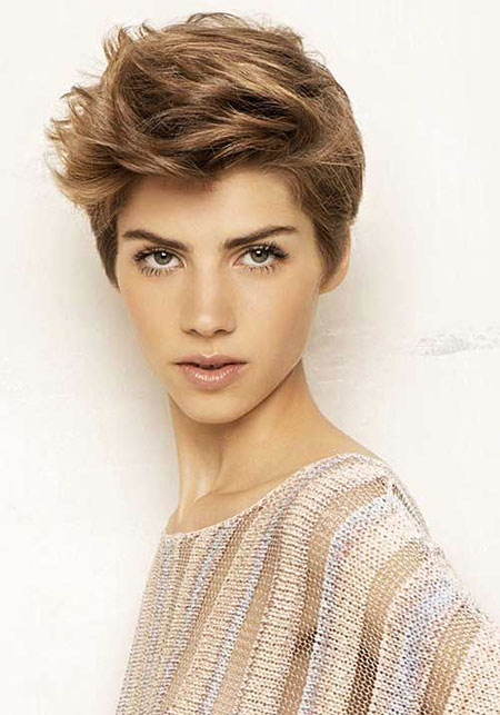 14-Best-Short-Haircuts-for-Oval-Faces-487