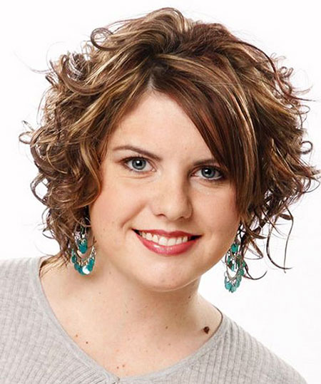 17-Short-Curly-Hair-Round-Face-574
