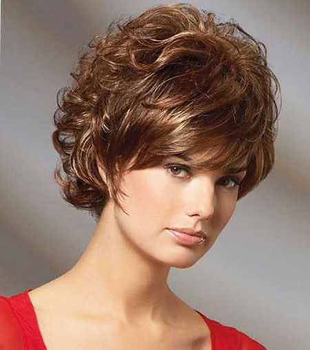 18-Short-Curly-Hairtyles-for-Women-575