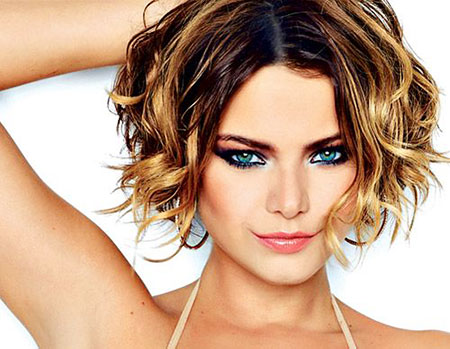 Wavy Short Hair Women