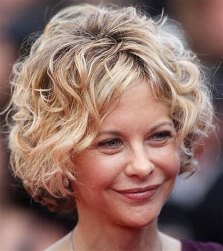 23-Curly-Hair-for-Women-Over-50-580