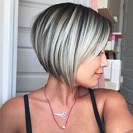 Bob Blonde Layered Short