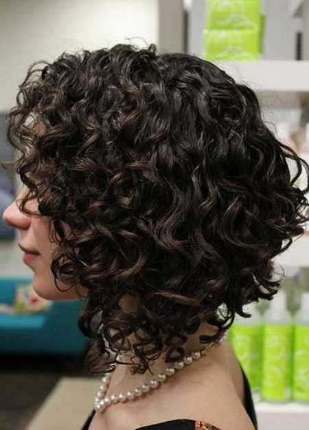 4-Short-Curly-Hairtyles-for-Women-561