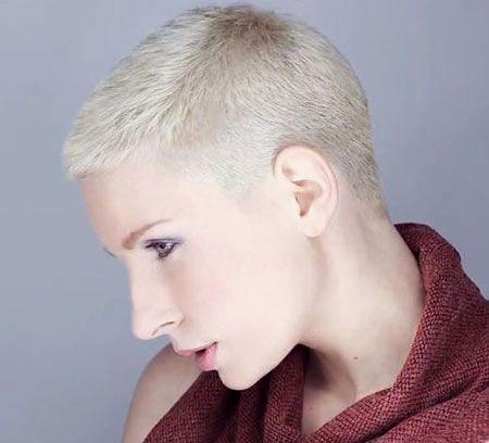 13-Really-Short-Women's-Haircuts-648