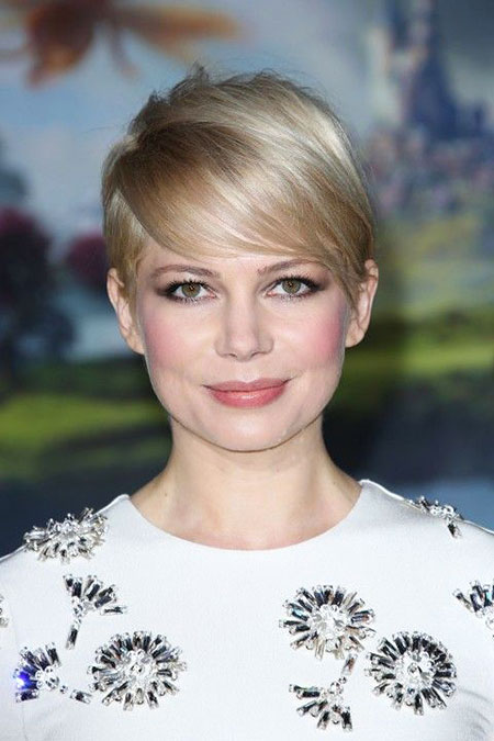 18-Short-Haircuts-for-Round-Faces-457