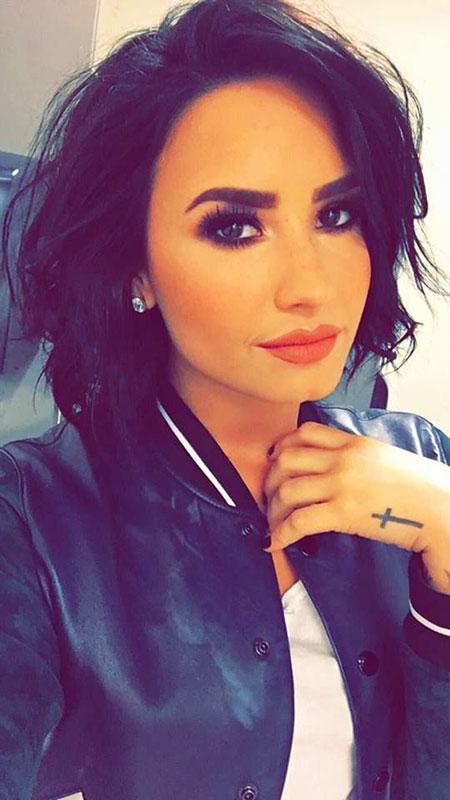 Demi Lovato, Short Kardashian Jenner Kylie