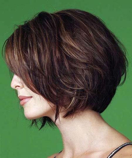 9-Short-Haircut-for-Women-Over-30-403