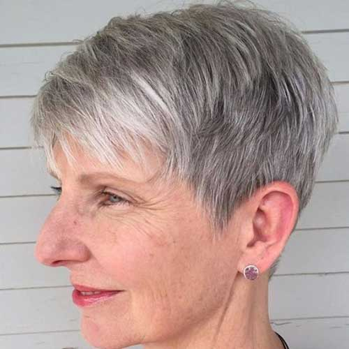 Short Haircuts for Older Women-14
