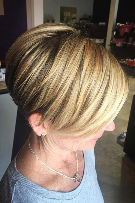 Layered Blonde Short Bobs