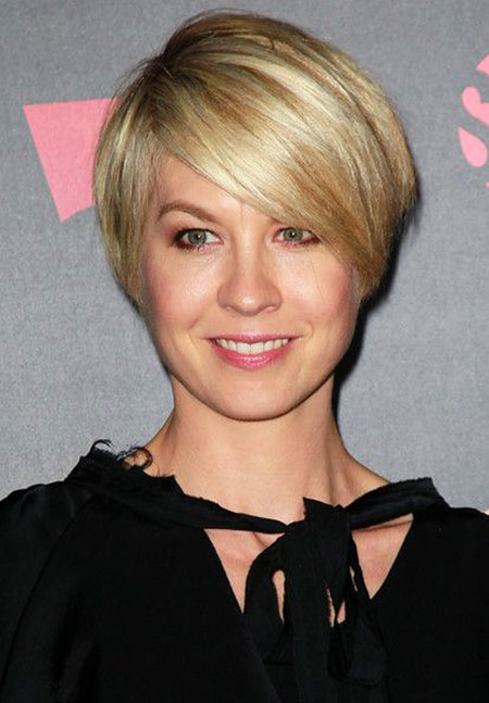 Short Hairstyles with Bangs - 41-