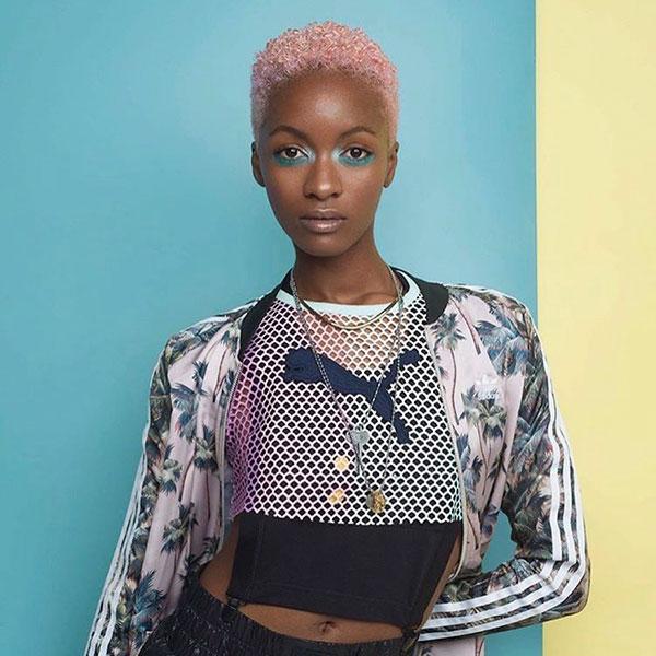 Kurze natürliche Frisuren für schwarze Frauen
