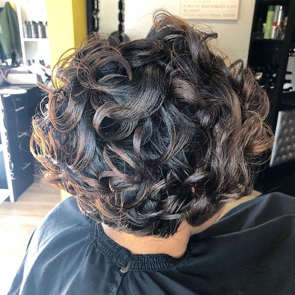 Natürliche kurze Frisuren für schwarze Frauen