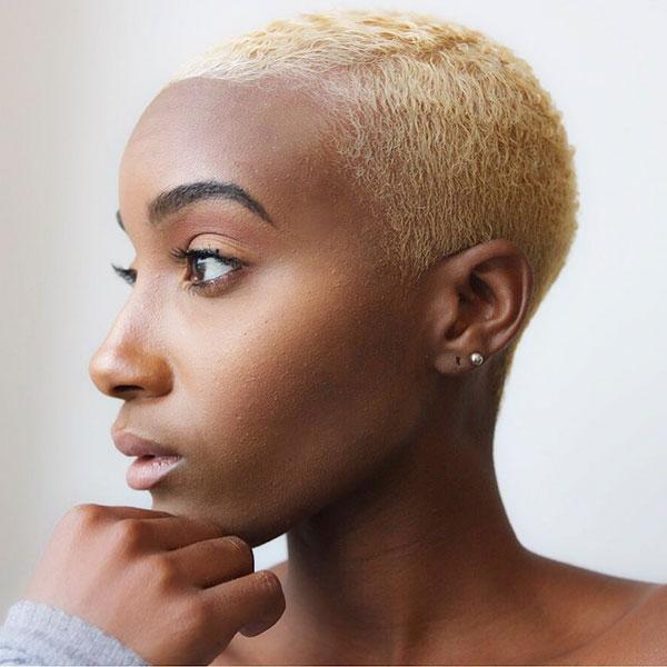 Schwarze Frauen rasierte Haare