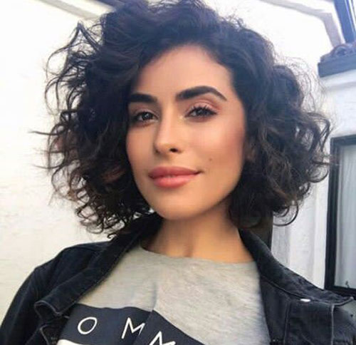 Bob Haircuts for Messy Curly Hair-14