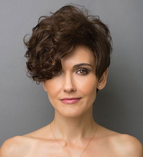 Modern Short Curly Haircuts 2019-15