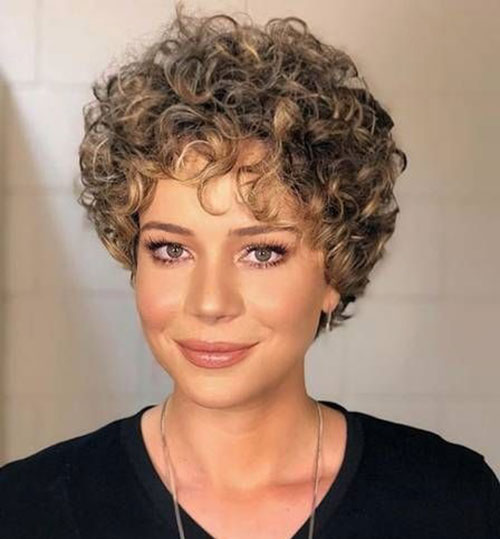 Short Curly Haircuts 2019-32