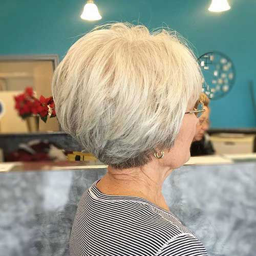 Best Short Haircuts for Women Over 50-18