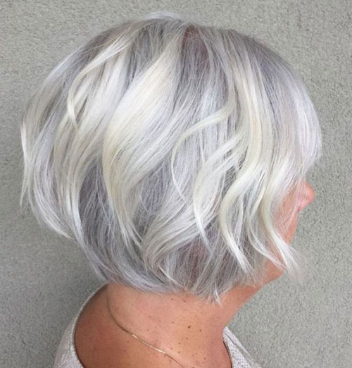 Cute Short Haircuts for Women Over 50-8
