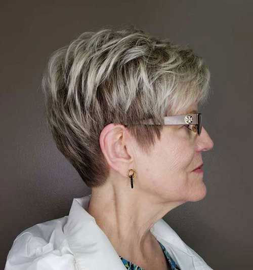 Blonde Pixie Short Haircuts for Women Over 50-9