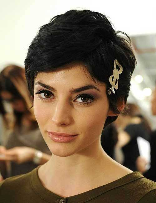 Cute Thick Hairstyles for Short Hair-12