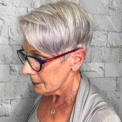 Short Fine Haircuts for Women Over 50-12