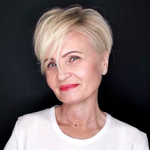 Short Layered Pixie Haircuts for Women Over 50-14