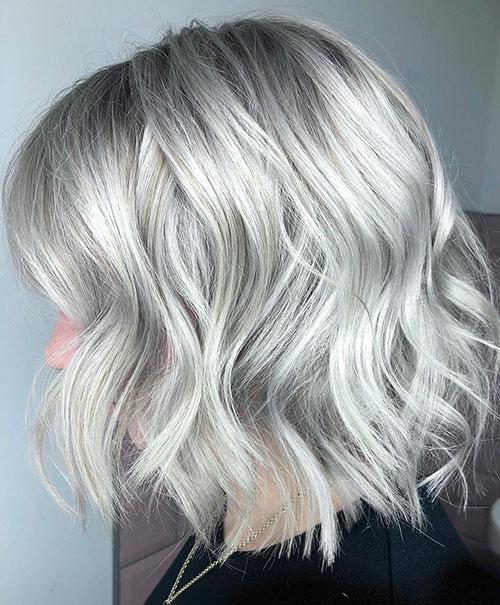 20-short-haircuts-for-silver-hair-2904202094920